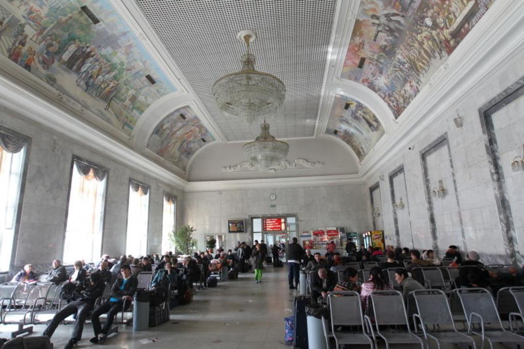 Внутри железнодорожного вокзала Екатеринбург