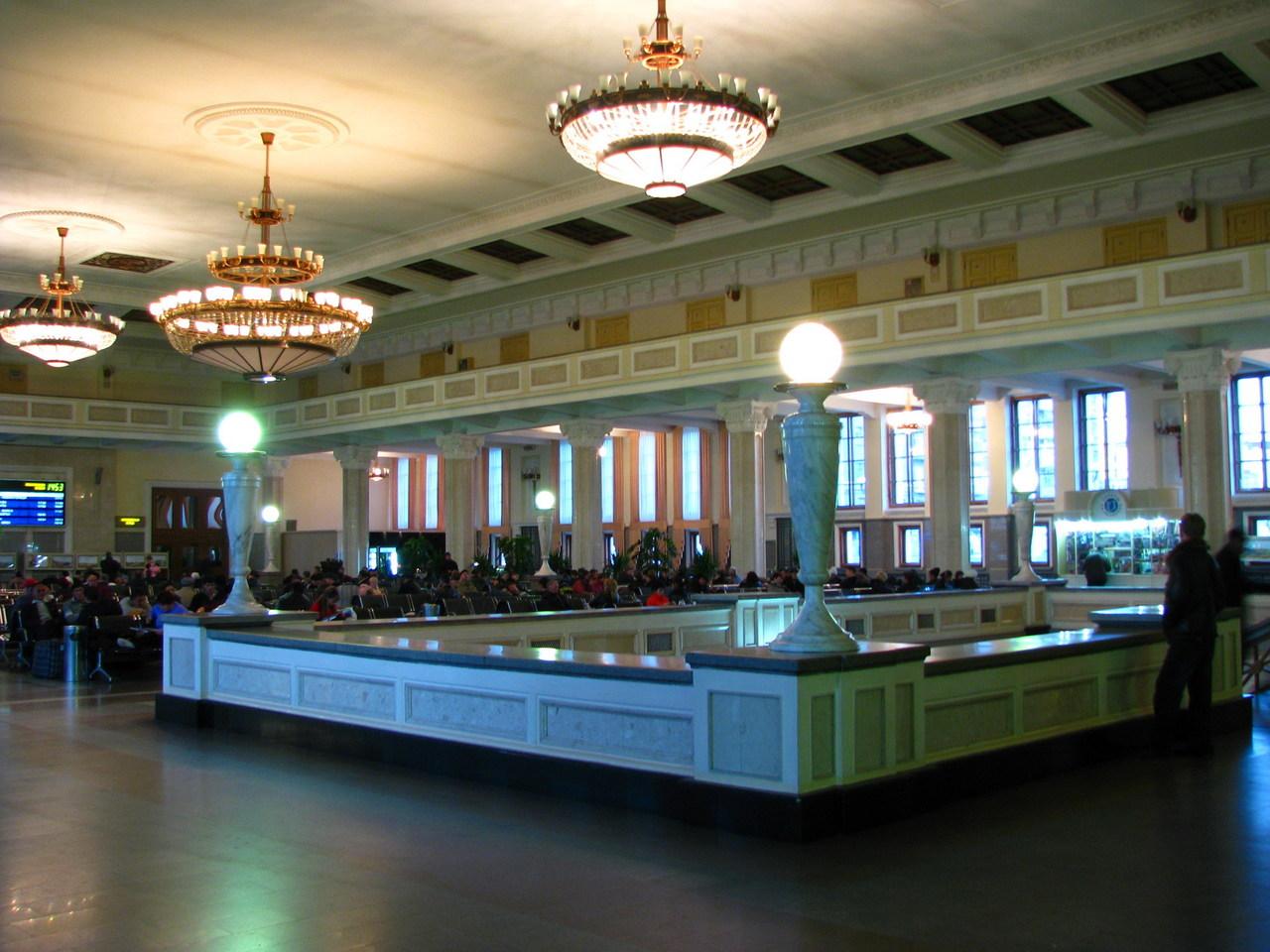 Рижский вокзал Москвы: адрес, телефоны и услуги